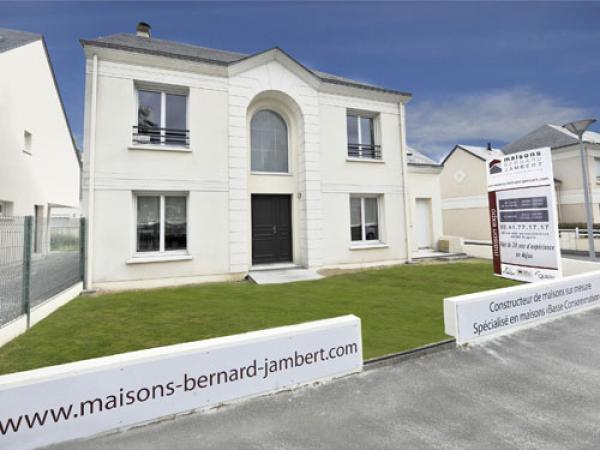 Maisons bernard jambert constructeur de maison for Liste constructeur maison